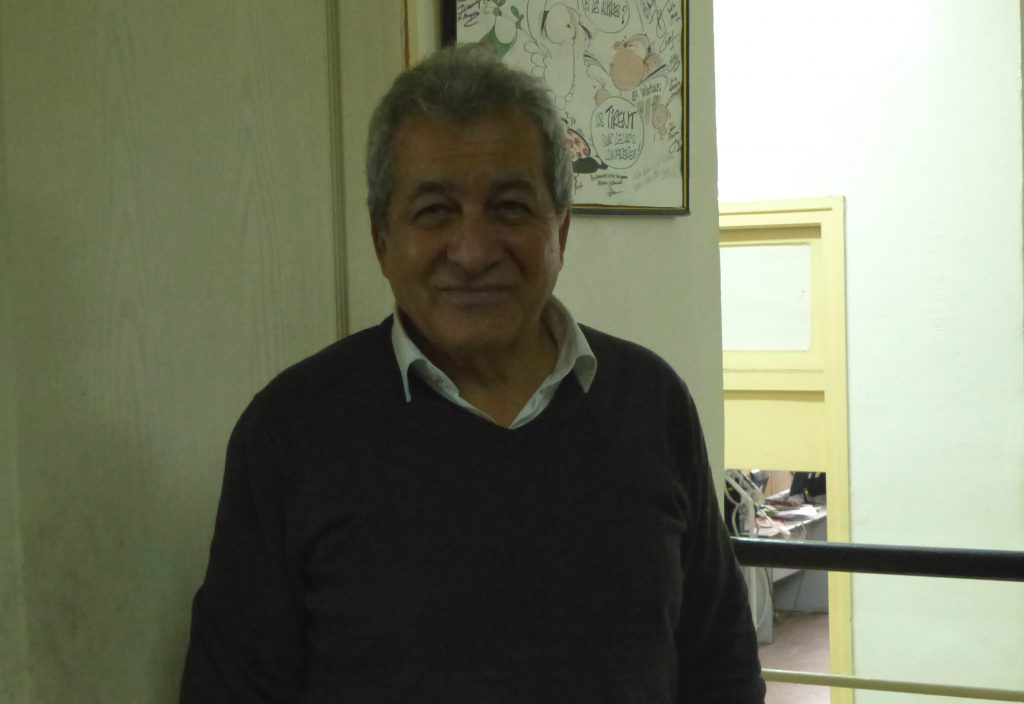 Omar Belhouchet, dans la rédaction du journal.